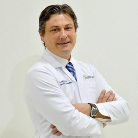 Spec. dr med. Goran Jovanović je specijalista plastične i rekonstruktivne hirurgije. Ima bogato iskustvo u oblasti estetske hirurgije. Zakažite pregled.