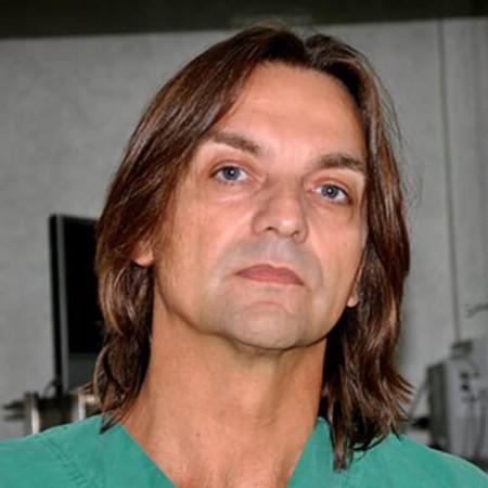 Spec. dr med. Veliša Arsić je specijalista plastične i rekonstruktivne hirurgije. U oblasti estetske hirurgije usavršavao se u Austriji. Zakažite pregled.