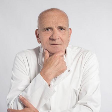 Prof. dr med. Zoran Kovačević je specijalista interne medicine sa supspecijalizacijom iz nefrologije. Dugogodišnje iskustvo stekao je na VMA. Zakažite pregled.