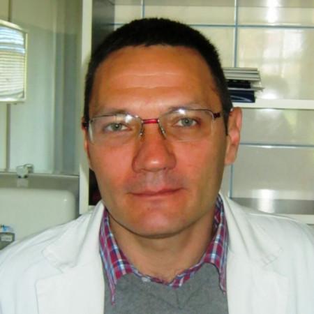 Spec. dr med. Milan Nikolić je specijalista neurologije. Trenutno se nalazi na supspecijalizaciji iz medicine bola. Zakažite pregled.