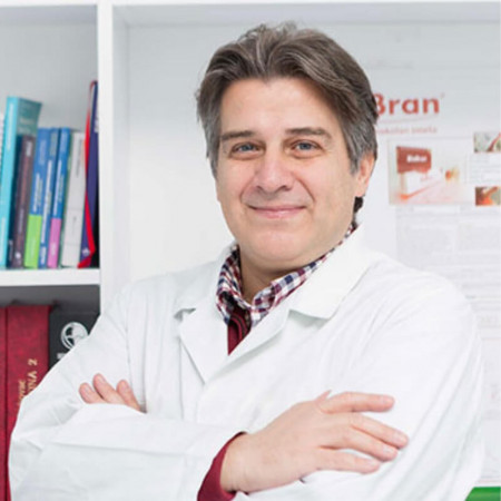 Dr Milan Grujić je specijalista interne medicine. Poseduje višegodišnje iskustvo u invazivnim pulmološkim dijagnostičkim metodama.