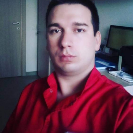 Dr Željko Ranilović od 2017. godine radi u Domu zdravlja Zemun, na mestu doktora medicine.