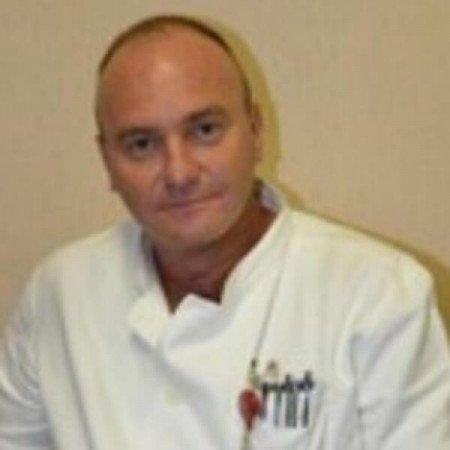 Prim dr Boško Milev je specijalista opšte hirurgije. Posebno se ističe u oblasti laparoskopske hirurgije. Radi u Beogradu. Pročitajte biografiju i zakažite pregled.
