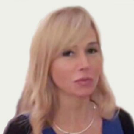 Dr Ljiljana Sekulović Stefanović je specijalista plastične i rekonstruktivne hirurgije. Specijalizaciju iz ove oblasti završila je u Kliničkom Centru Niš 2000. godine. Autor i koautor je brojnih naučnih radova koji su objavljeni u mnogim naučnim časopisima.