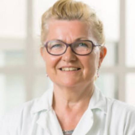 Dr Marija Pećanac je specijalista plastične i rekosnstruktivne hirurgije.