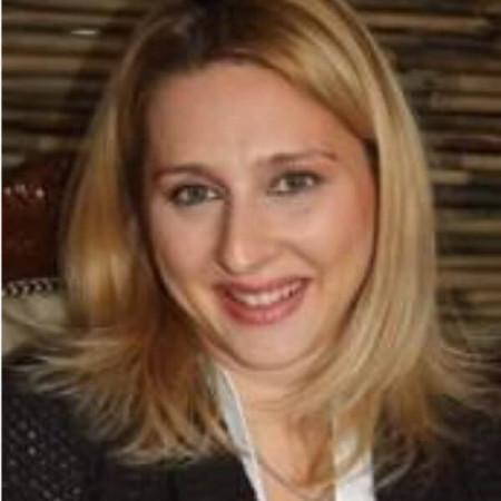 Dr Maja Škuletić je specijalista oftamologije. Uža specijalnost su joj dijagnostika i lečenje oboljenja mrežnjače i žute mrlje, primena AntiVEGF terapije.