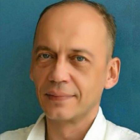 Dr Dejan Vulović je specijalista plastične, rekonstruktivne i estetske hirurgije. Ima preko 20 godina iskustva. Bavi se urgentnim stanjima i onkologijom. Zakažite