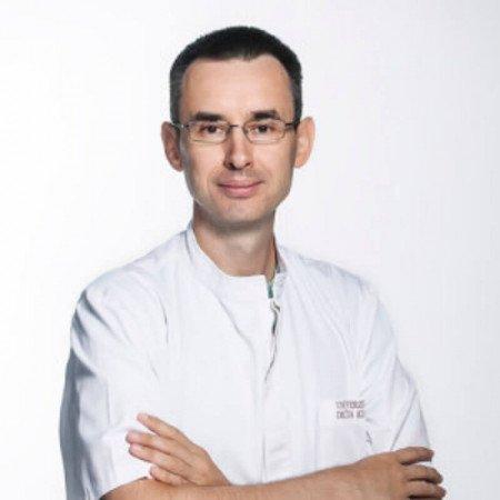 Dr Dušan Paripović je specijalista pedijatrije. Uža specijalsnost mu je oblast hipertenzije, urinarne infekcije i nefrolitijaze.