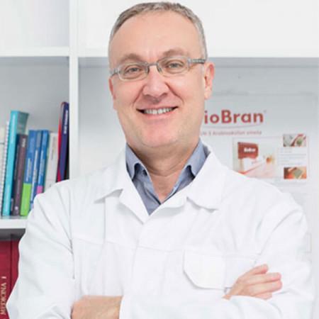 Dr Stanko Miličković je specijalista ortopedije sa traumatologijom. Bavi se spinalnom hirurgijom i pedijatrijskom ortopedijom. Ima više od 18 godina iskustva.