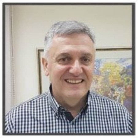Prof. dr Nenad Perišić je specijalista interne medicine sa subspecijalizacijom gastroenterologije. Karijeru gradi na Klinici za gastroenterologiju VMA.