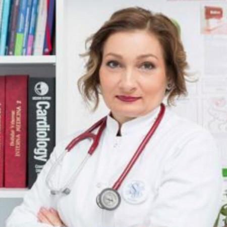 """Dr Verica Stanković Popović je specijalista interne medicine i nefrolog. Radi kao šef odeljenja za nefrologiju i bolesti metabolizma """"Prof dr Vasilije Jovanović""""."""