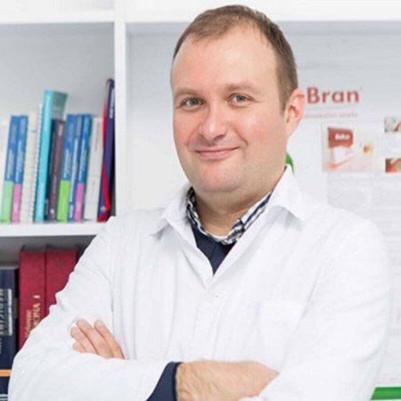 Dr sci. med. Oliver Radmili, Specijalista radiologije