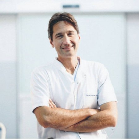Prof. dr Svetozar Putnik je kardiohirurg i direktor klinike za kardiohirurgiju KCS u Beogradu. Pročitajte bogatu biografiju i zakažite pregled.