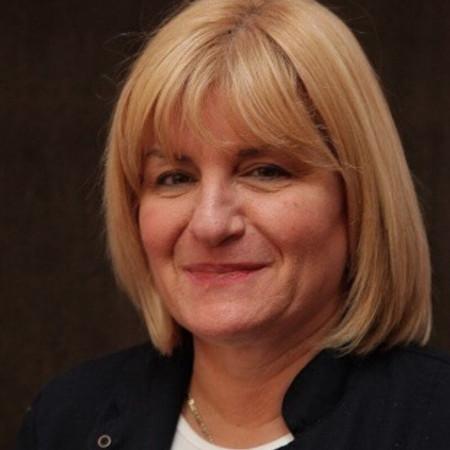 Dr Snežana Rakić je specijalista ginekologije i akušerstva sa višegodišnjim iskustvom. Uža oblast interesovanja su joj perinatalna medicina i akušerske operacije.