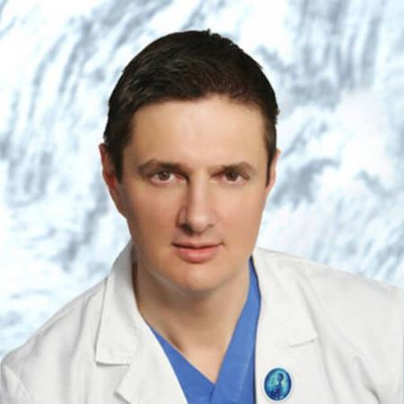 Prof. dr Artur Bjelica je ginekolog- akušer, supspecijalista endokrinologije u Novom Sadu. Ima više od 20 godina iskustva u lečenju steriliteta.