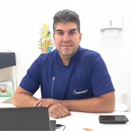 Dr Rade Ružić je specijalista pedijatrije u Beogradu. Bavi se savetovanjem roditelja o pravilnom razvoju dece i radi kao izabrani lekar u Domu zdravlja Rakovica.