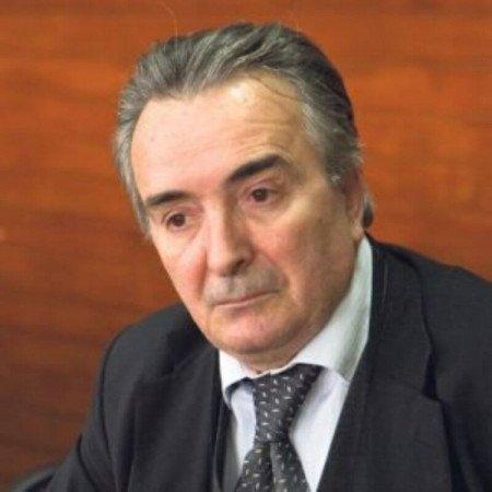 Prof. Dr Radan Džodić  je specijalista opšte hirurgije.