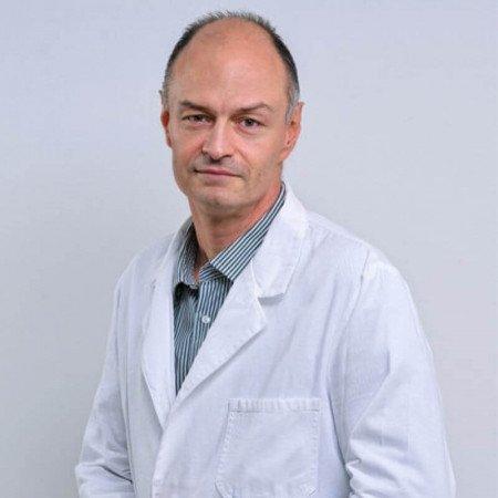 Prof dr Dimitrije Nikolić je specijalista pedijatrije, neurolog u Beogradu. Ima više od 20 godina iskustva u lečenju dece. Uža oblast interesovanja su mu epilepsije.