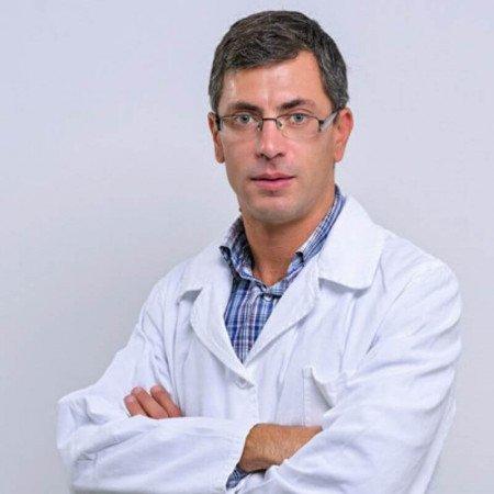 Dr Marko Ilić je specijalista ortopedske hirurgije sa traumatologijom u Beogradu. Uža oblast interesovanja su mu sportske povrede i hirurgija gornjeg ekstremiteta.