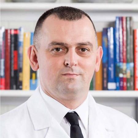 Dr Igor Šešlija je specijalista ortopedije sa traumatologijom u Beogradu. Uža oblast interesovanja mu je lečenje bolesti kuka i stopala kod dece.
