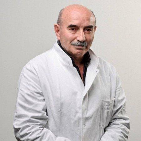 Prof. dr Nebojša Stanković je specijalista opšte i onkološke hirurgije sa višegodišnjim iskustvom. Uža oblast rada mu je hirurgija jetre, žučnih puteva i pankreasa.