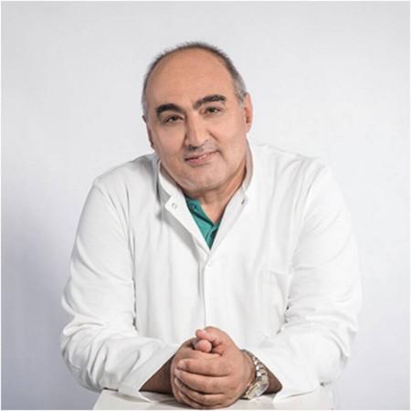 Dr Dragan Dulović je specijalista radiologije sa više od 18 godina iskustva. Stručnjak u oblasti interventne radiologije.
