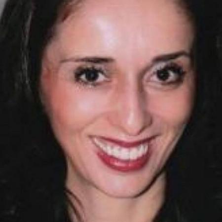 Dr Tatjana Perović je specijalista psihijatrije i psihoterapeut u Beogradu. Bavi se racionalno - emotivno - bihejvioralnom terapijom.