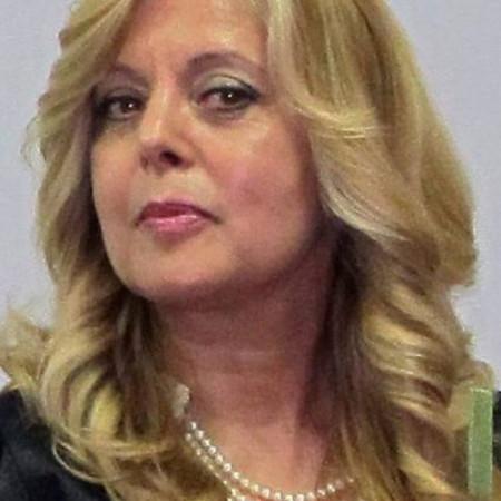 Dr Lelica Kostić je specijalista neuropsihijatrije i psihoterapeut.  Bavi se komunikologijom i neverbalnom komunikacijom.
