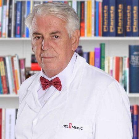 Dr Predrag Radovanović specijalista onkološke hirurgije sa više od 30 godina iskustva. Uža oblast interesovanja mu je hirurgija tumora dojke, mekih tkiva i kože.