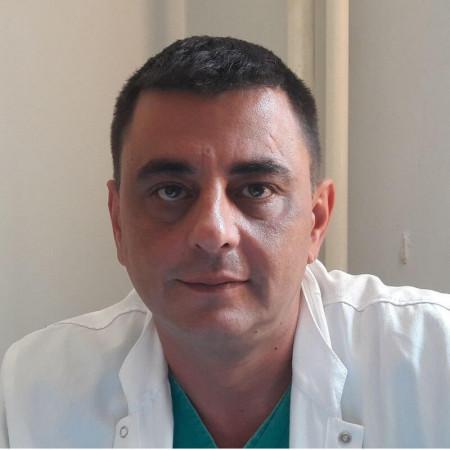 Dr Damir Jašarović je specijalista opšte hirurgije u Beogradu. Posebno ga interesuje hirurgija digestivnog sistema i onkološka hirurgija.