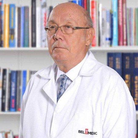 Prof. dr Sava Mićić je specijalista urologije, profesor u penziji. Ima višegodišnje iskustvo u lečenju muškog steriliteta.