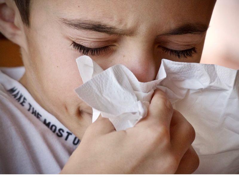 Postnazalni drip nastaje preteranim stvaranjem nosne sluzi i njenim nakupljanjem u zadnjem delu nosne duplje, koja potom curi niz grlo. Postnazalni drip se može klasifikovati i kao zasebna bolest ali i kao simptom neke druge bolesti. Bolesti koje dovode do postnazalnog dripa su: rinitis, sinuzitis, gastroezofagealni refluks, poremećaji gutanja, devijacija septuma, alergija,prehlada i grip i reakcije na lekove.