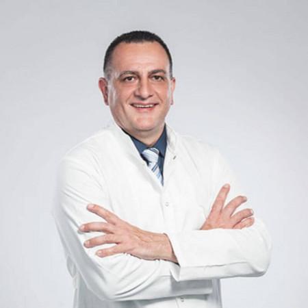 Dr Srđan Radibratović je specijalista opšte hirurgije. Dr Radibratović obavlja preglede na engleskom jeziku.