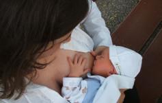 Bebe ne znaju za radno vreme, njima je potrebno dovoljno sna i hrane, kako bi napredovale, a dojenje je potpuno prirodna stvar, često je ponavljan stav podržavalaca.