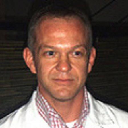 Dr Saša Perić je internista gastroenterolog, koji radi u Beogradu. Prvi je u Srbiji uveo PH-metrijsko merenje aciditeta putem BRAVO kapsule.