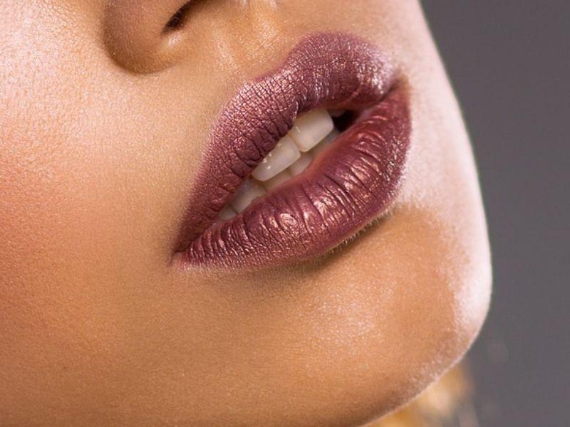 Vađenje silikona (biopolimera) iz usana