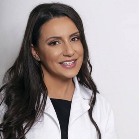 Dr Elizabeta Prendjova Nikolić je specijalista oftalmologije i osnivač centra za estetsku medicinu Divine Medica.