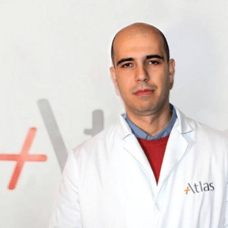 Dr Igor Končar je specijalista opšte i vaskularne hirurgije u Beogradu. Uža oblast interesovanja su mu minimalno invazivne procedure na grudnoj i trbušnoj aorti.