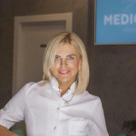 Dr Snežana Krtinić Rapaić je specijalista plastične i rekonstruktivne hirurgije u Beogradu. Obavlja sve invazivne i neinvazivne tretmane lica i tela.