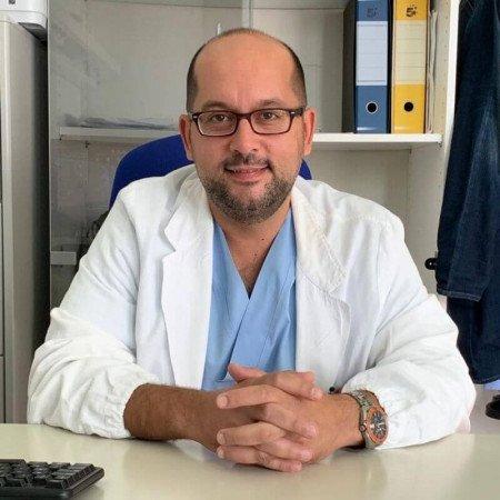 Dr Goran Arandjelović je specijalista urologije. U svojoj raznovrsnoj karijeri ima preko 5000 manjih i većih uroloških hirurških zahvata.