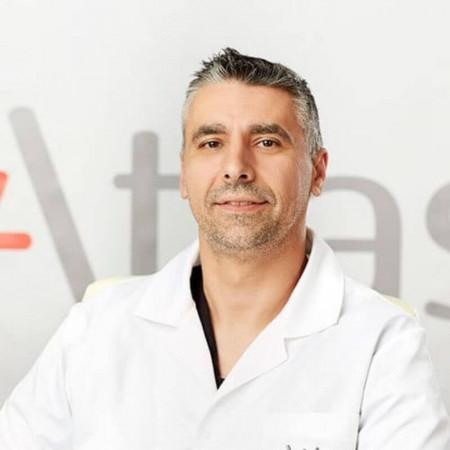 Dr Vladan Milošević je specijalista anesteziologije sa reanimatologijom, zaposlen u Beogradu. Pročitajte biografiju i zakažite pregled.