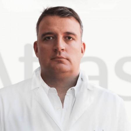 Dr Predrag Stefanovć  je specijalista ortopedije sa traumatologijom sa dugogodišnjim radnim iskustvom. Trenutno radi u Beogradu.