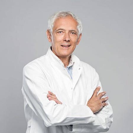 Dr Slobodan Branković je specijalista fizikalne medicine i rehabilitacije. Posebna oblast stručnosti su mu reumatološki bolesnici.