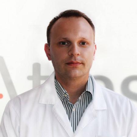 Dr Nemanja Zarić je opšti hirurg u Beogradu