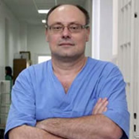 Prof. dr Marinko Žuvela je specijalista opšte hirurgije. Vrhunski je stručnjak u oblasti lečenja i operacije svih vrsta kila trbušnog zida bez ugradnje mrežice.