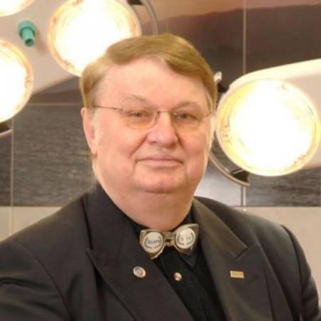 Prof dr Dimitrije Panfilov je svetski poznati plastični hirurg. Obavlja sve vrste hirurških intervencija u cilju rešavanja estetskih i zdravstevnih problema.