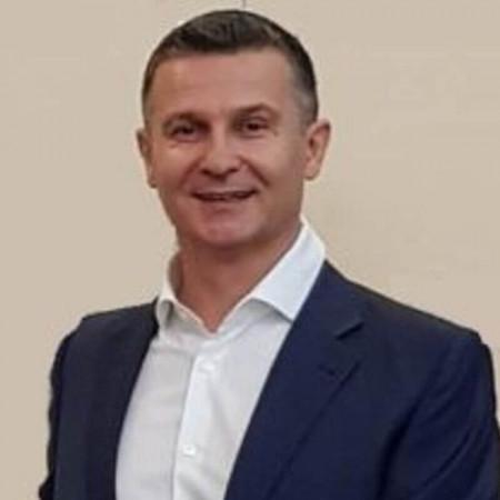 Doc dr Nikica Grubor je specijalista opšte hirurgije u Beogradu. Uža oblast interesovanja mu je hirurgija hepatobilijarnog trakta i kolorektalna hirurgija