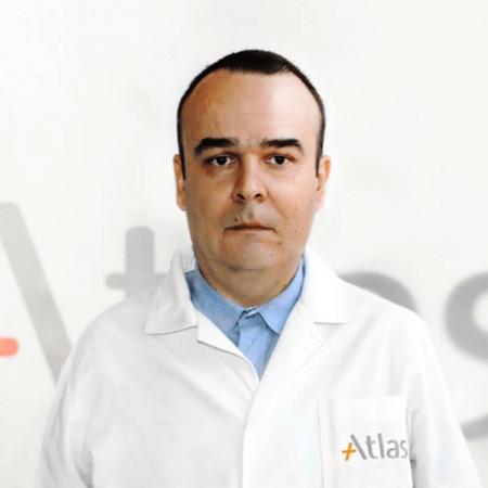 Dr Dejan Kostadinović je specijalista pedijatrije u Beogradu. Bavi se zdravstvenom zaštitom dece i adolescenata.