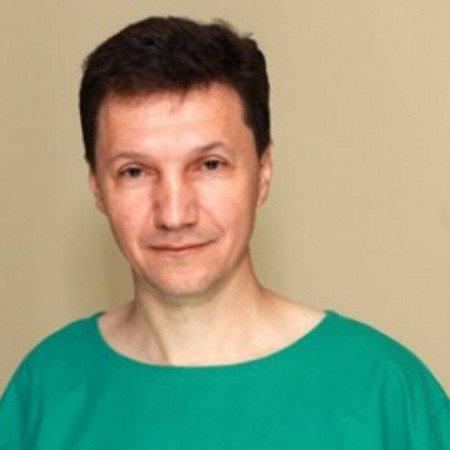 Dr Milan Dokić je specijalista ginekologije i akušerstva. Ima višegodišnje iskustvo u lečenju ginekoloških oboljenja minimalno invazivnom hirurgijom.