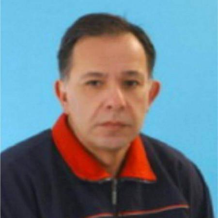 Prof. mr Milorad Jerkan je specijalista sportske medicine. Načelnik je Dispanzera za medicinu sporta u Nišu i stručni saradnik Medicinskog fakulteta.